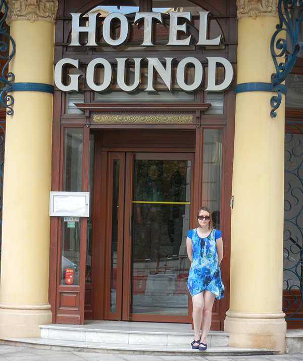 I'm NOT staying at the Hotel Gounod but it's such a nice building. I love it!